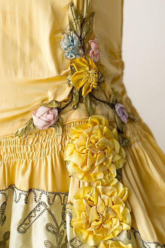 details on a vintage 1920s flapper dress