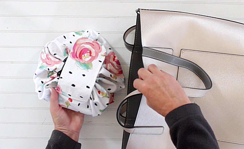 DIY Round Drawstring Makeup Bag Makeup bag pattern, Diy