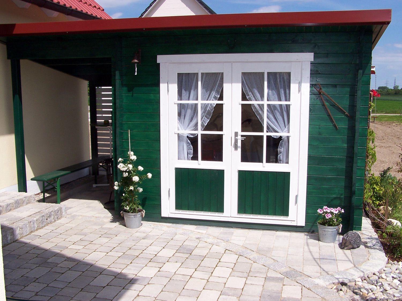 Niedliches Flachdach Gartenhaus In Tannengrün Und Weiß
