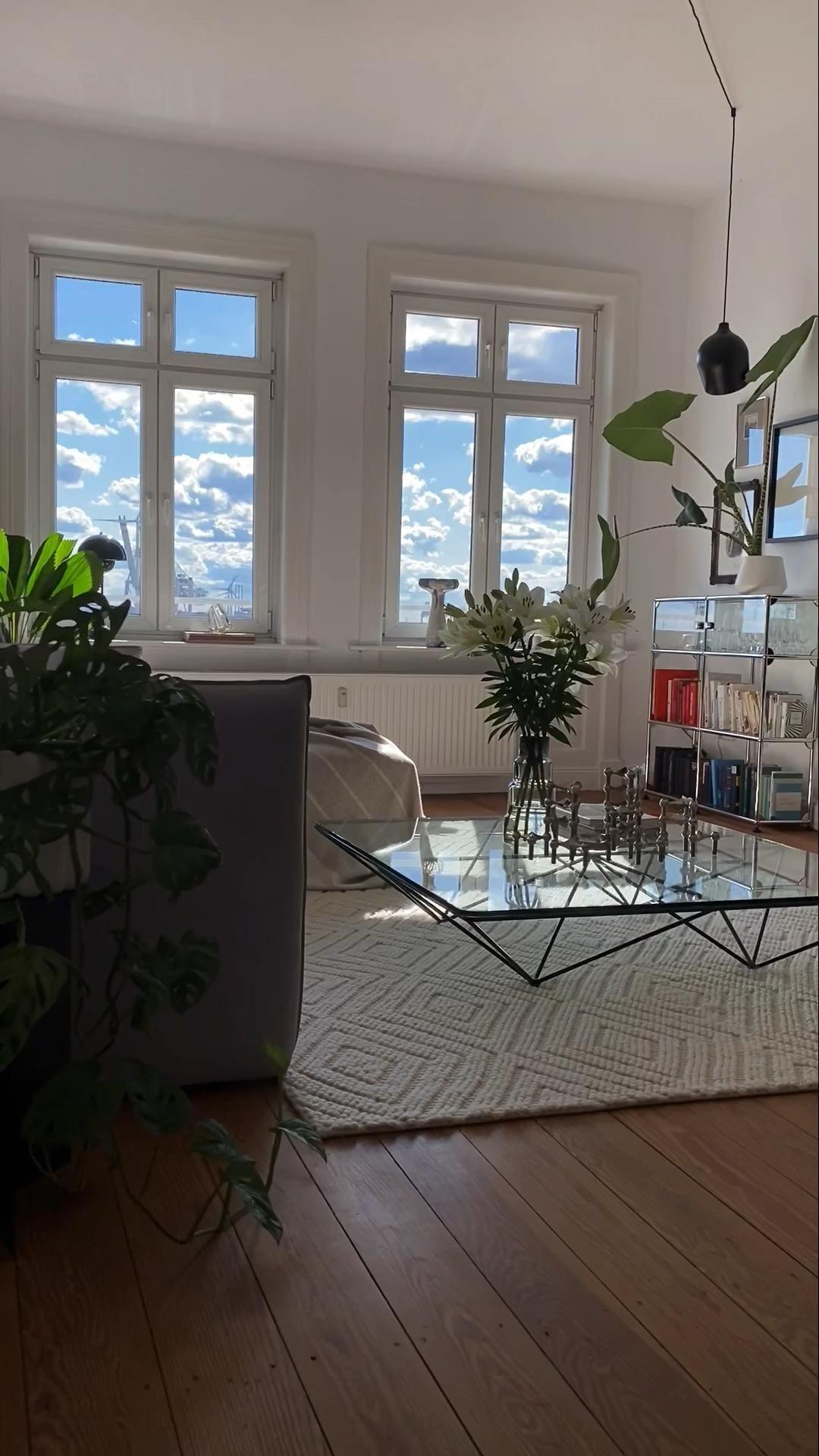 #wohnzimmer #livingroomdecor #dekoration #livingroomdesigns #livingroomfurniture #plants  #wohnen  #bebitalia #alanda #elbdock #otto #sofa