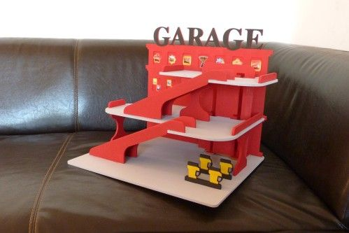 Garage en médium en kit de chez Cultura que ju0027ai peint avec de la