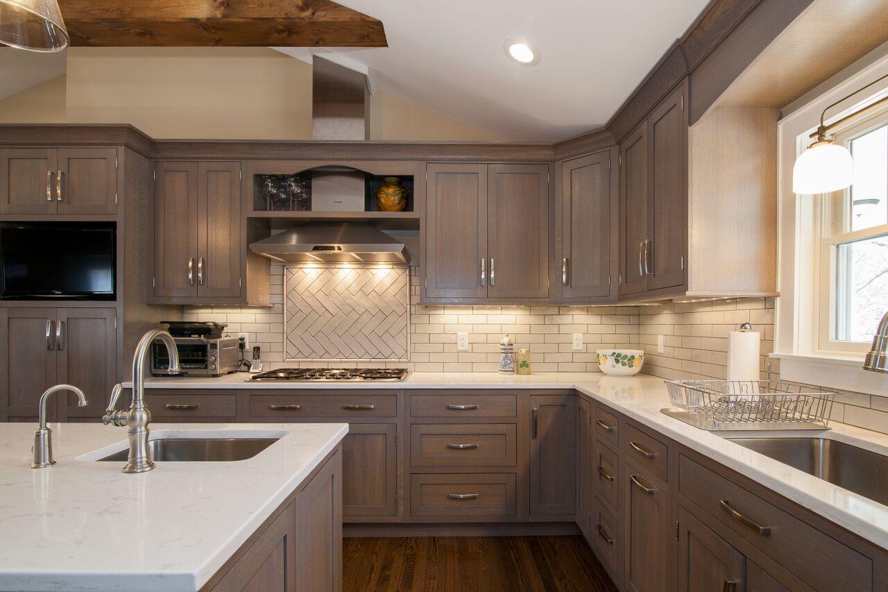 Cabinets Plain Fancy Quaker Q S White Oak 36 Southwest Grey Standard Glaze Counter Top Cam Kitchen Decor Inspiration Fancy Kitchens Kitchen Inspirations