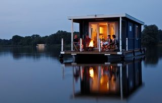 houseboat trip mecklenburger seenplatte germany houseboats and floating homes domy p ywaj ce. Black Bedroom Furniture Sets. Home Design Ideas