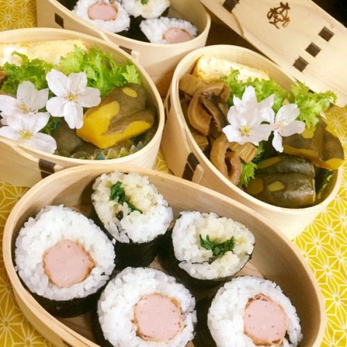 posted by @himuka_hanohano 今朝の #めんぱ魚肉ソーセージ巻きと涙巻黒皮かぼちゃの煮物...