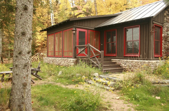 Brown Cabin With Red Trim Log Cabin Exterior Cabin Paint Colors Brown House Exterior