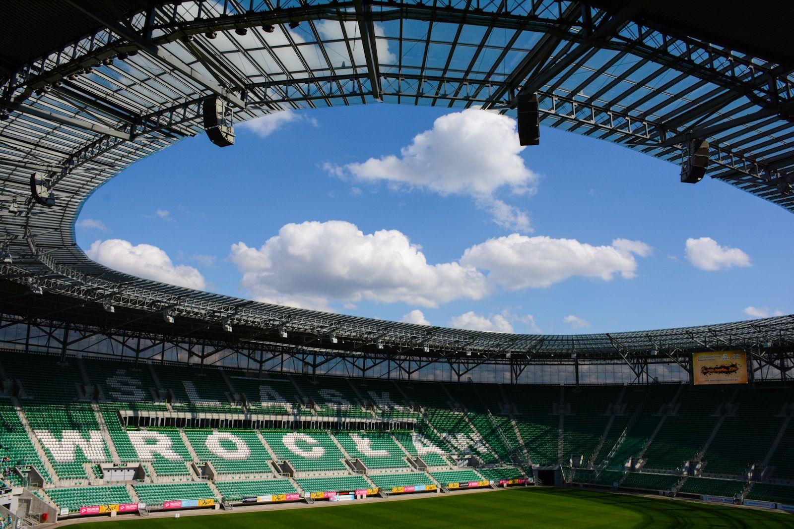 Stadion Miejski we Wrocławiu, Breslavia, Polonia. Capacidad 42.771 espectadores, Equipo local Śląsk Wrocław.