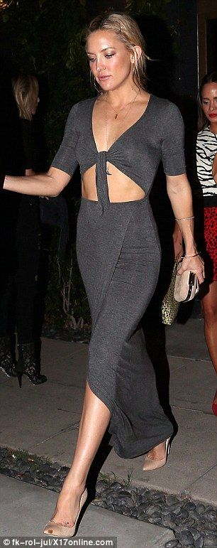Kate Hudson reveals her taut tummy in cut-out grey dress at fashion bash | Daily Mail Online