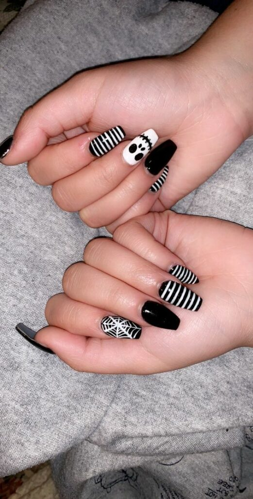 30 Creative But Easy Halloween Nails Designs You Can Copy With Images Halloween Nails Easy Easy Halloween Nails Design Holloween Nails