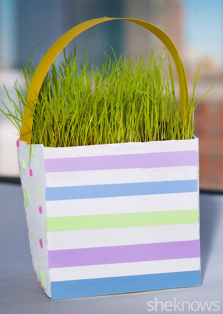 These tutorials for handcrafted easter baskets are so much better super cute easter basket diy ideas this one has real grass kids negle Image collections