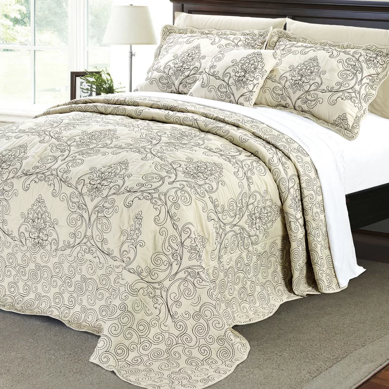 Lucinda Quilt Set In 2020 Damask Bedding Bed Spreads Quilt Sets Bedding