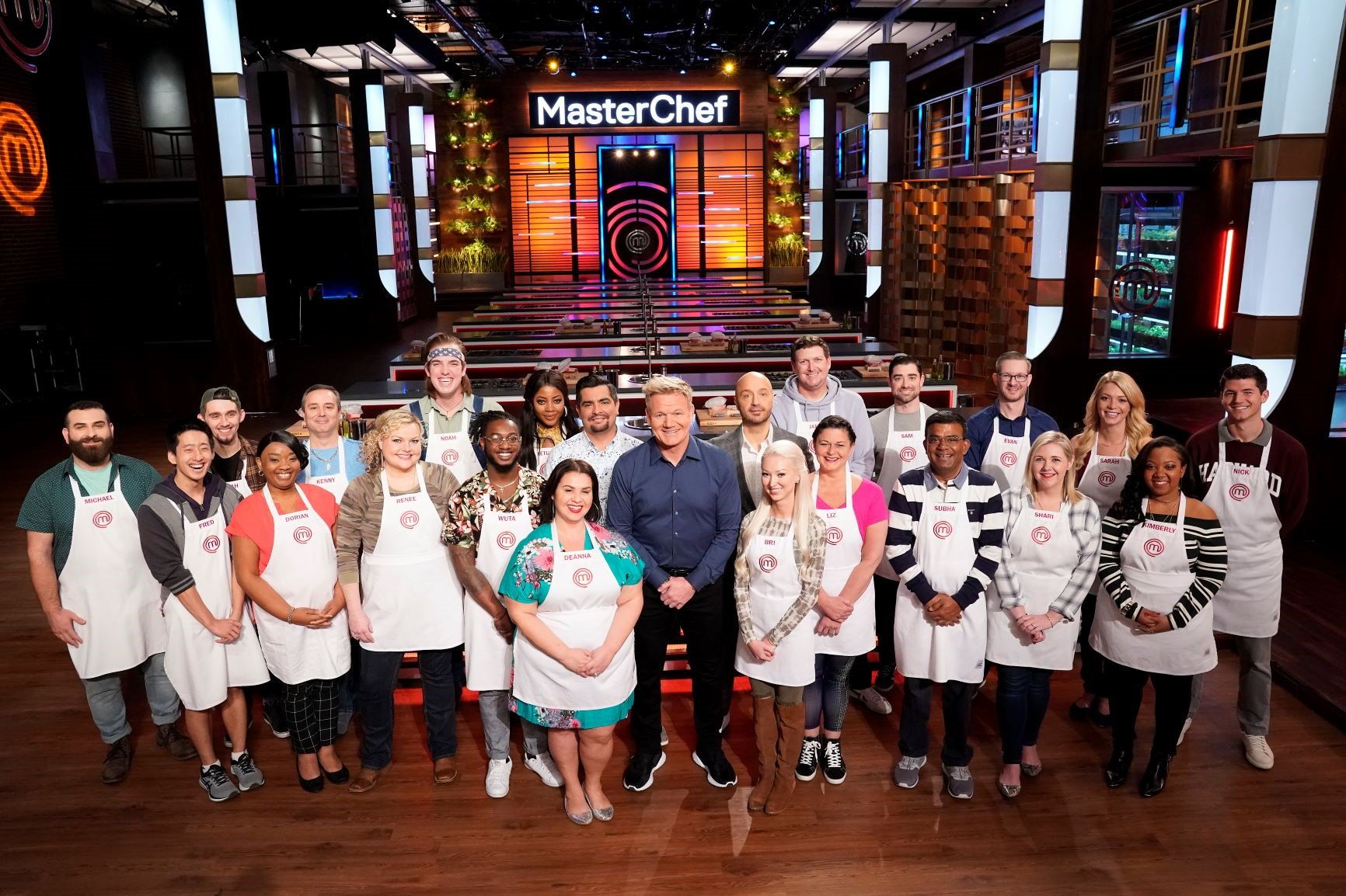 The Tryouts To Win A White Apron Have Concluded On Season 10 Of Masterchef And The Top 20 Home Cooks Have Been Named B Masterchef Masterchef Junior White Apron