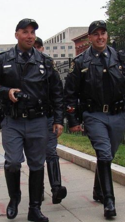 Pin By Chuanmiao Long On Bootcops Soliders Police Dress Uniform Black Boots Men Men In Uniform
