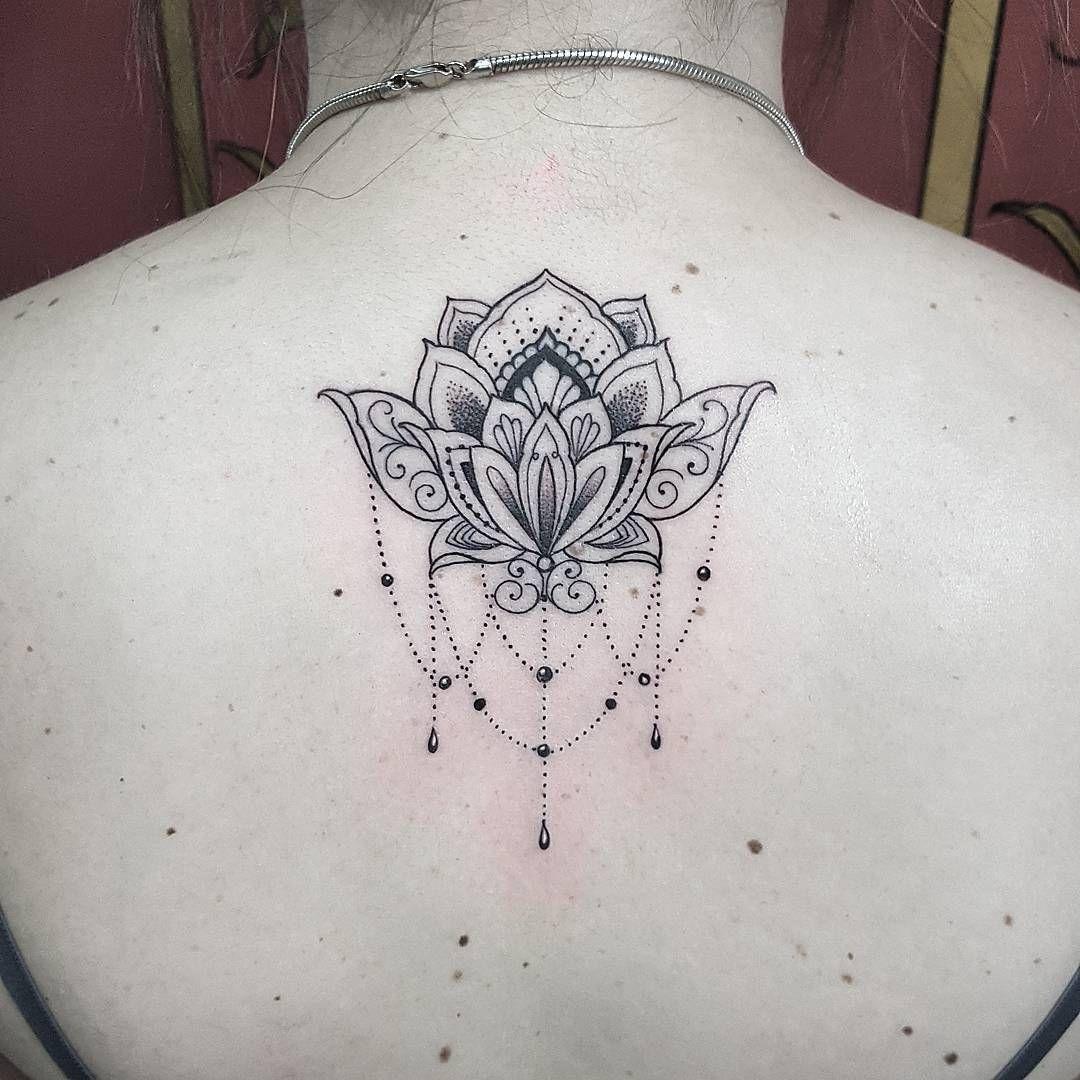 Flor De Lotus Nas Costas Com Tracos Delicados By Renetattoo Orcamentos Whatsapp 11 963408936 Email Tatuagem Flor De Lotus Tatuagens Tatuagem