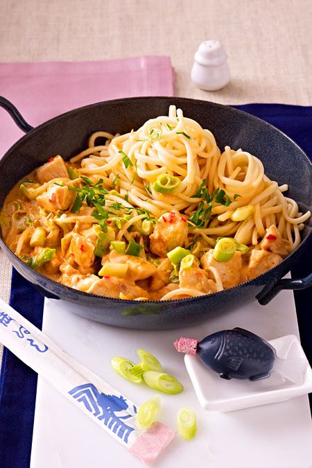 Photo of Chicken fillet in saté sauce with udon noodles