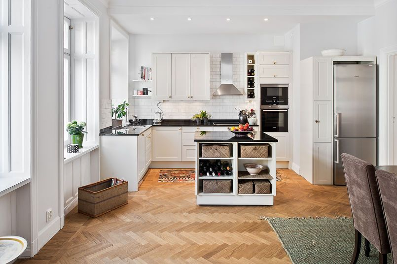 Parkiet W Kuchni Kuchnia Styl Klasyczny Aranzacja I Wystroj Wnetrz Kitchen Inspirations Home Decor Home