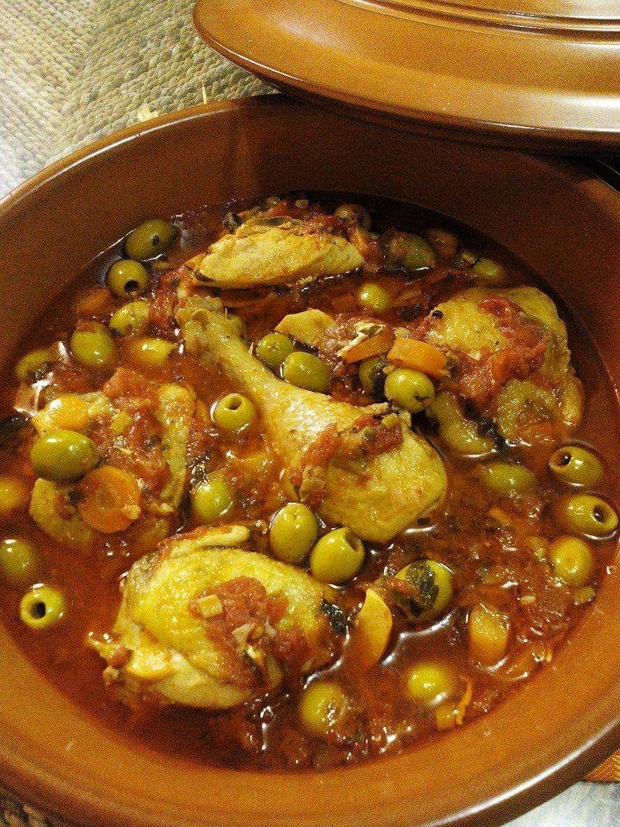 """Poulet aux olives et à la tomate """"spaghettis à l'orientale """"."""