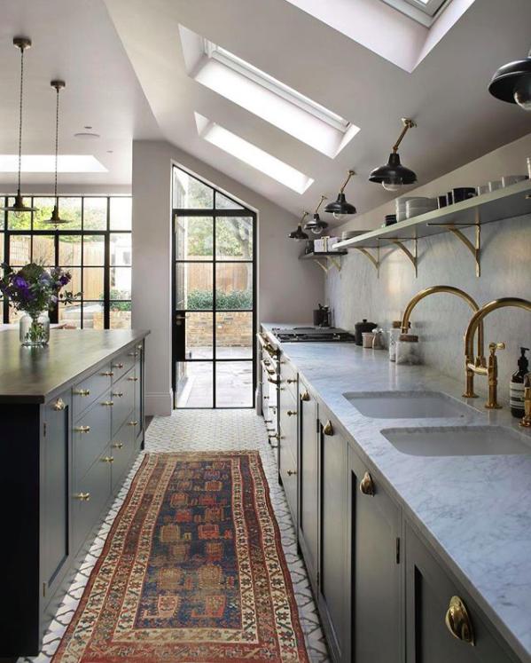 12 beautiful vintage kitchen runnersbecki owens cosinas - Cortinas para tragaluz ...