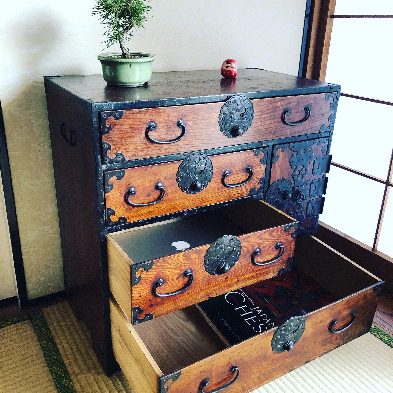 Antique Japanese Furniture Clothes Chest Interior Cabinet Isho Tansu En 2020 Meubles Japonais Cabinet Decoration Interieure