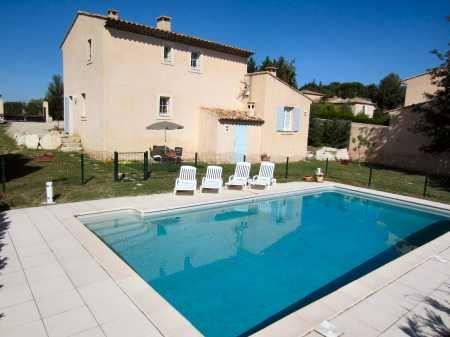 Gîte 4etoiles avec #piscine dans le #lubéron wwwmeublesdetourisme - location vacances provence avec piscine