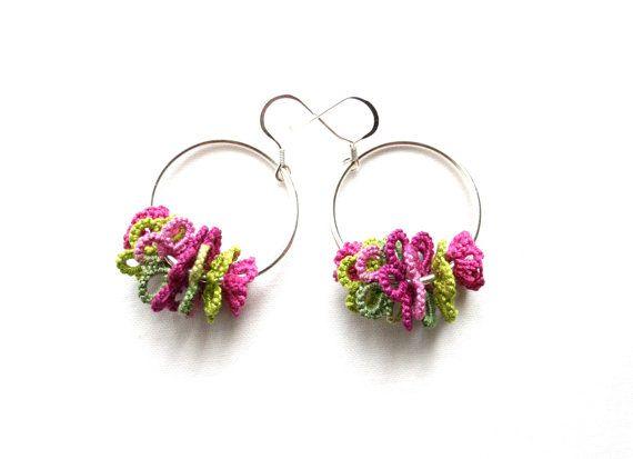 Pink Green Flower Hoop Dangle Tatting Lace Earrings di KnotTherapy, $18.00
