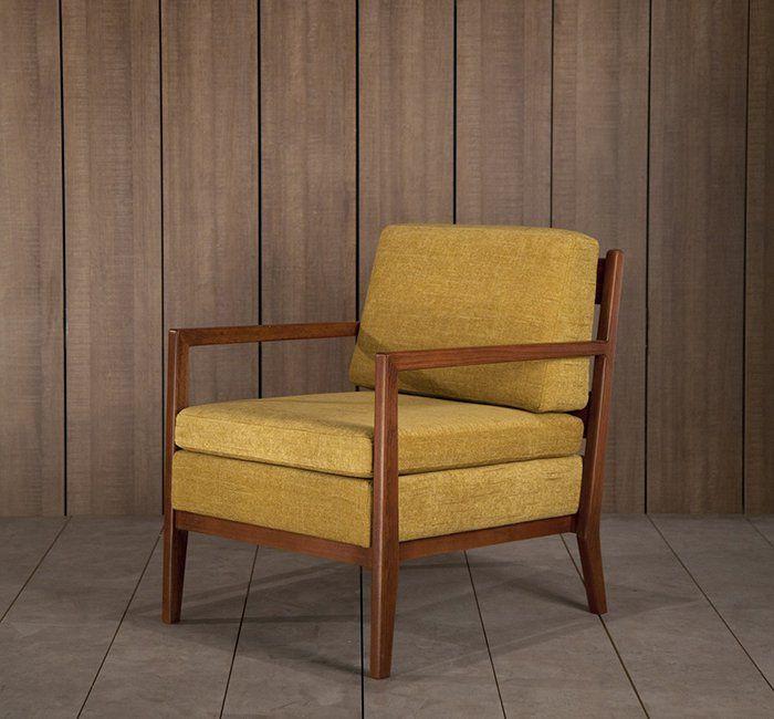 Un fauteuil rétro jaune moutarde, Kann Design - Marie Claire Maison