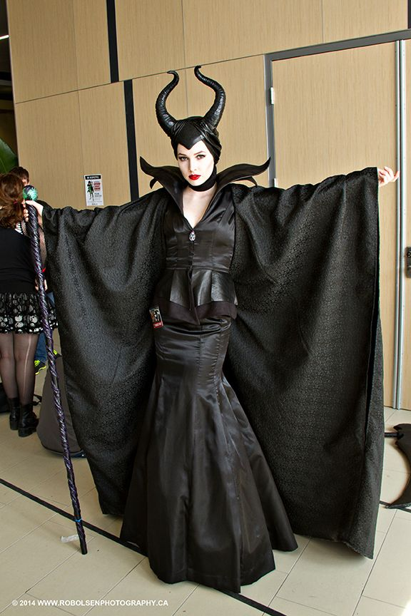 Amazing Costumes In 2019 Maleficent Halloween Costume