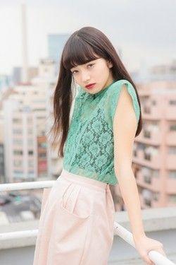 洋服が素敵な小松菜奈さん