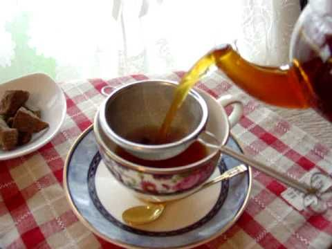 生姜紅茶(しょうがティー)の作り方(レシピ)01 - 冷え性改善に!  詳しいレシピはこちら。 http://marron-dietrecipe.com/health/h... しょうが紅茶の作り方と効能です。しょうが紅茶は体温を高めたり、体を温めて、冷え性を改善する効果があります。くず粉や黒砂糖を入れると、冷えを強力に緩和します。冷え知らずのしょうが紅茶ダイエットです。 動画の説明:自家製生姜パウダーを使って、生姜紅茶を入れる様子です。 詳しいレシピや効能はこちらを。 http://marron-dietrecipe.com/health/h... 生姜パウダーの作り方はこちら。 http://marron-dietrecipe.com/health/h...