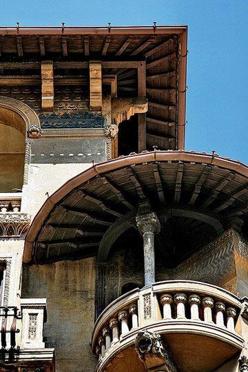 The Coppedè quarter: one of Rome's architectural gems you might have never heard of | www.brickscape.it #brickscape #turismoesperienziale #turismo #esperienze #tourism #experiences #italianexperiences #viaggiare #italia #italien #italya #italie #italy #blog #travelblog #travel #viaggiatori #lazio #latium