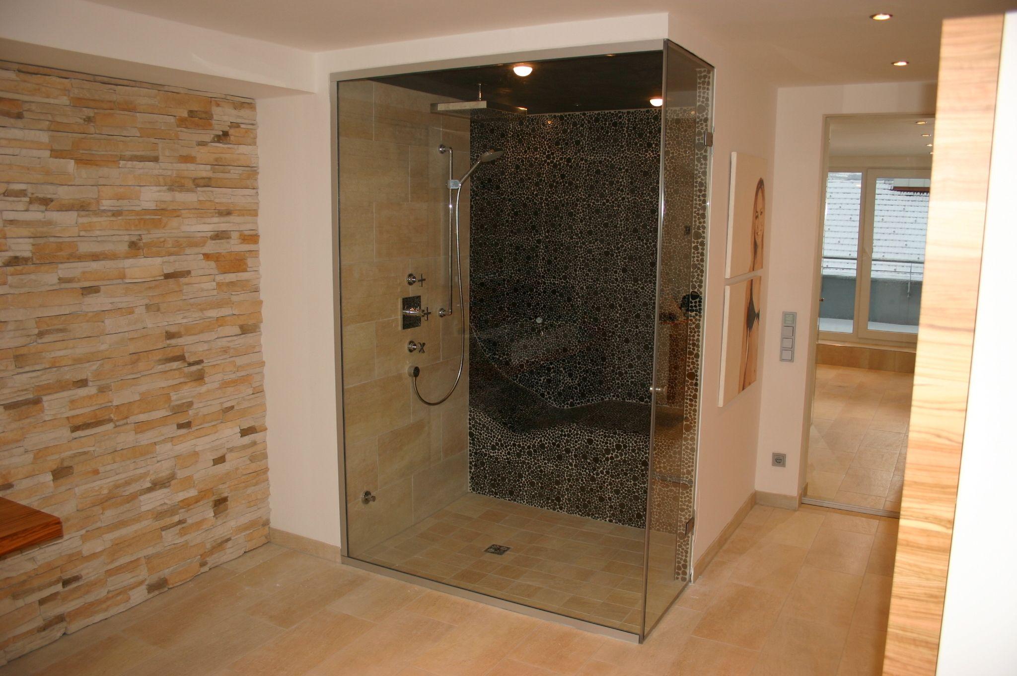 Badezimmerdesign mit jacuzzi steam shower with heated lounger inside dampfbad mit integrierter