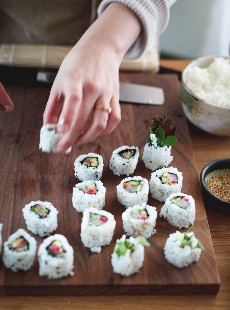 Wie Macht Man Sushi Zu Hause Express Rezepte Und Viele Tipps Fur Anfanger Wie Zu Wie Zu Site Sushi Recette Facile Recette Sushi Maison Faire Des Sushis
