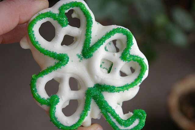 how cute for st. patty's day!! yogurt covered pretzels with frosting!!