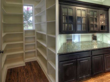 Cool Idea To Have The Walk In Pantry With Window Next To The Butlers Pantry From Mls 11792064 Realtor Com Butler Pantry Walk In Pantry Modern Renovation