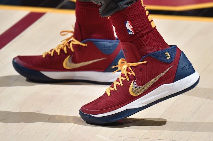 isaiah thomas wears nike kobe a d cavs pe in his return