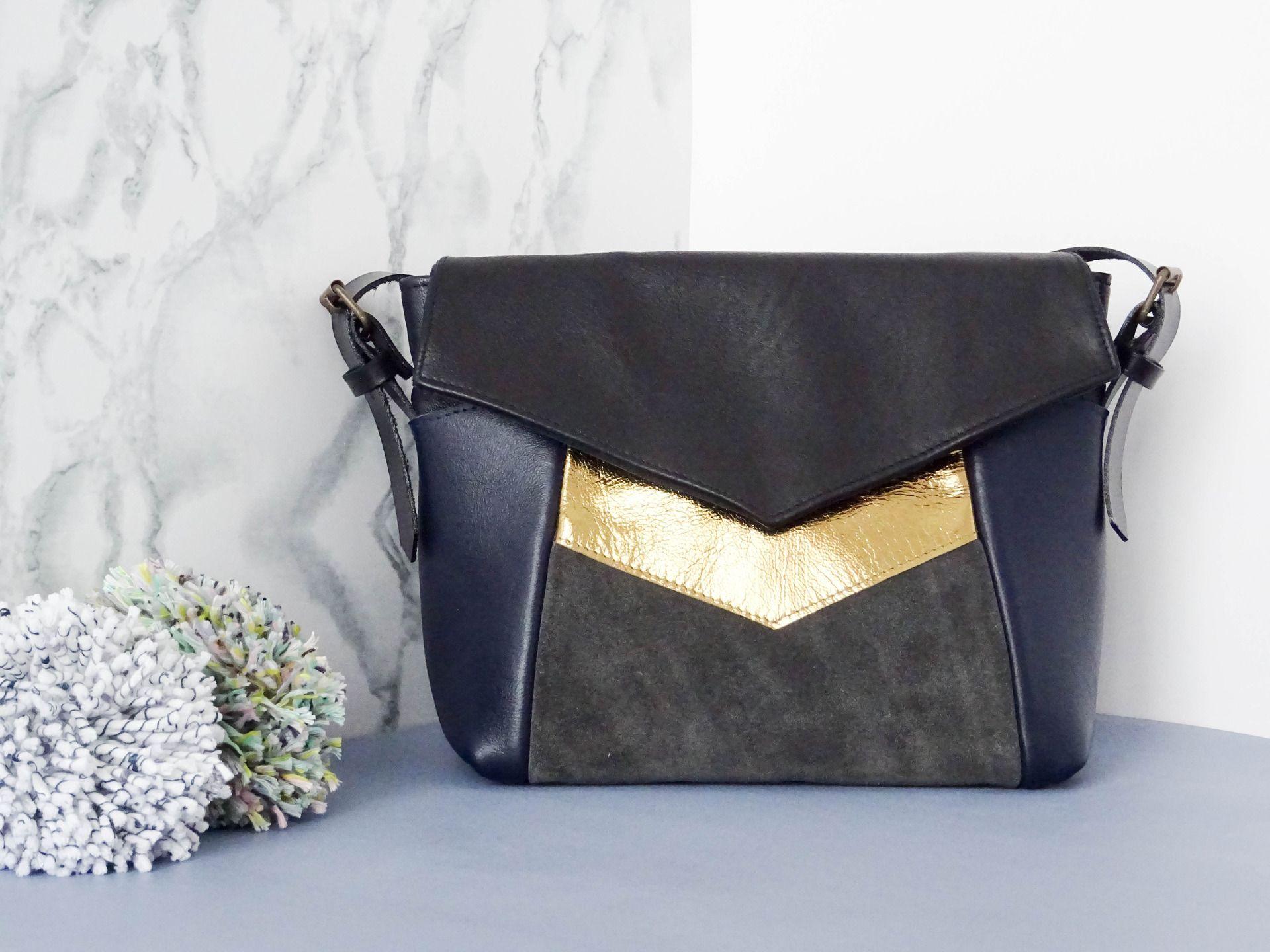 Petit sac bandoulière en cuir! De forme rectangulaire, Tricolore en cuir bleu, or et gris : Sacs bandoulière par paolone