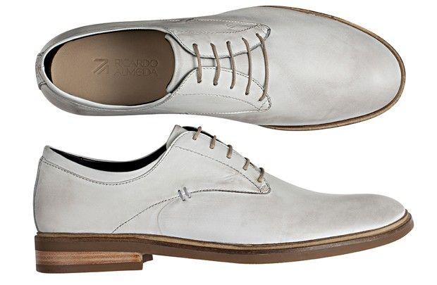 8cea69aa7e GQ Brasil - Verão 2015 Ricardo Almeida amplia linha de sapatos em nova  coleção - Sapato masculino de amarrar em couro branco