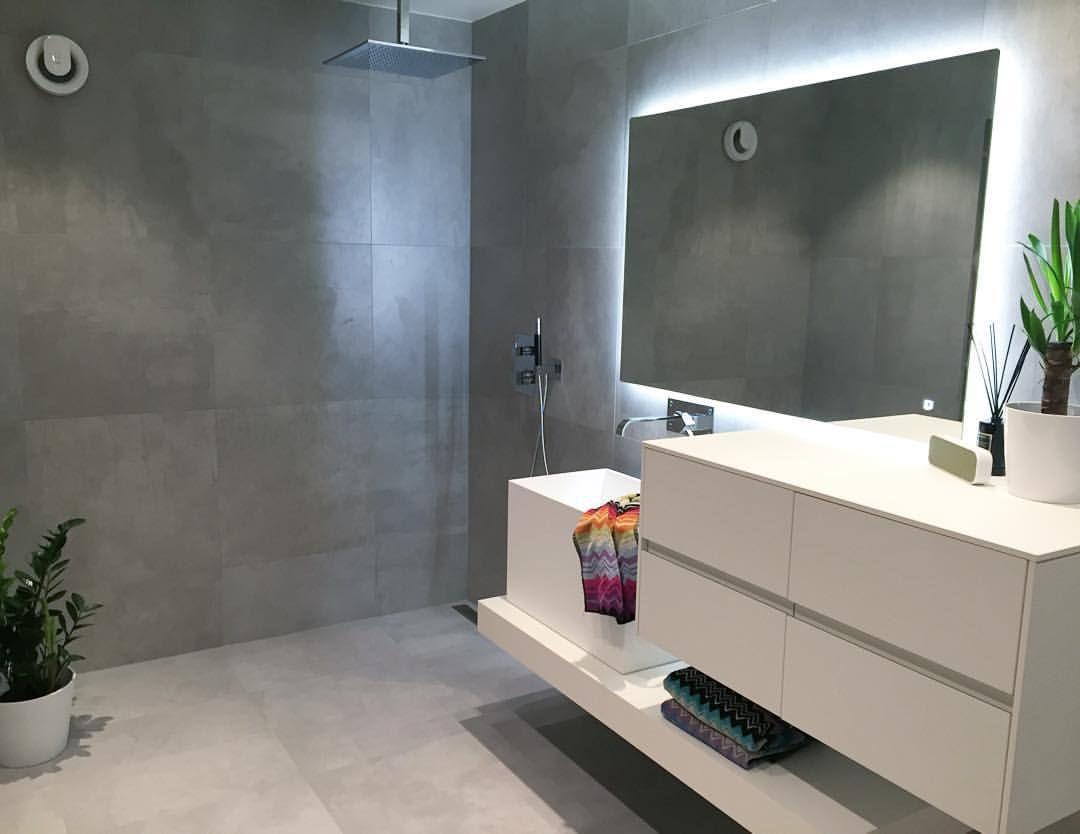 Bathroom  Nå er det bare glassveggen til dusjen som mangler, så er det endelig ferdig. Jeg er så fornøyd med det nye badet og min mann er helt fantastisk flink❤️