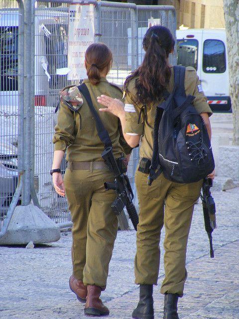 Arabische Mädchen Und Soldaten