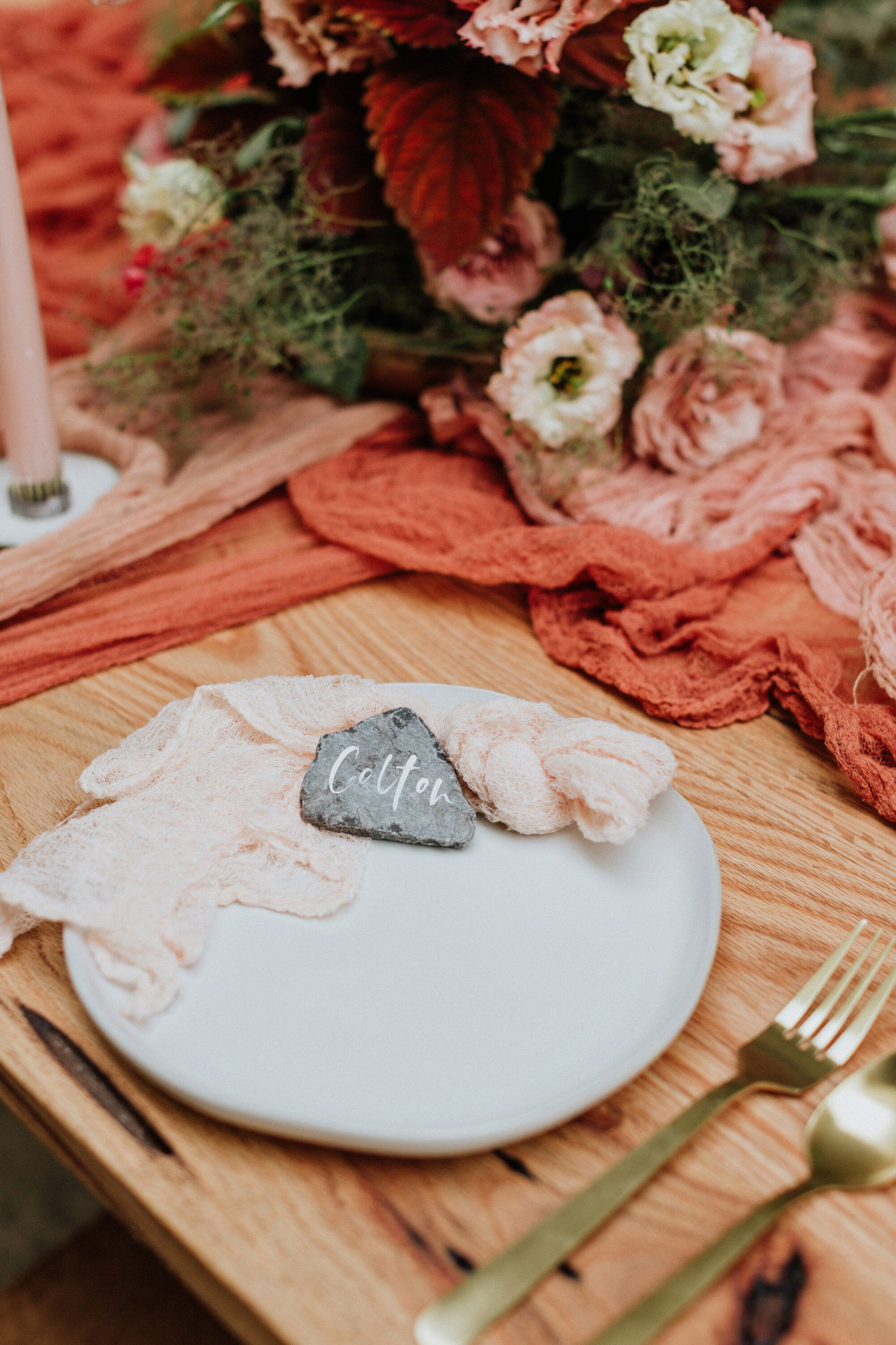 28 Paper Place Card Alternatives That Your Guests Won't
