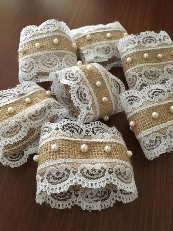 Photo of Perlas y encaje servilleta anillos rústico decoraciones de la bod