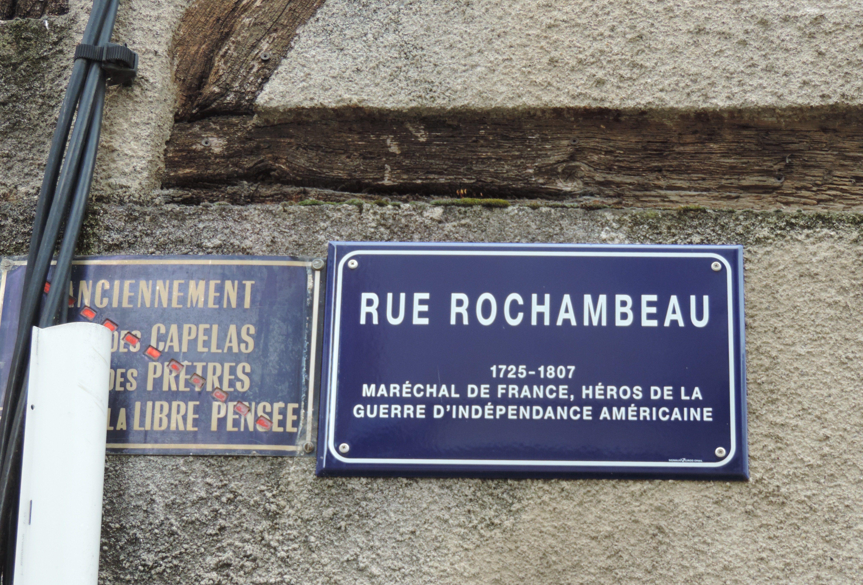 Plaque de rue émaillée : la rue Rochambeau à Agen (centre ville)...