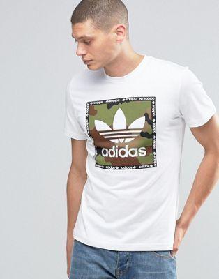 Camiseta con estampado de cuadrado con diseño de camuflaje