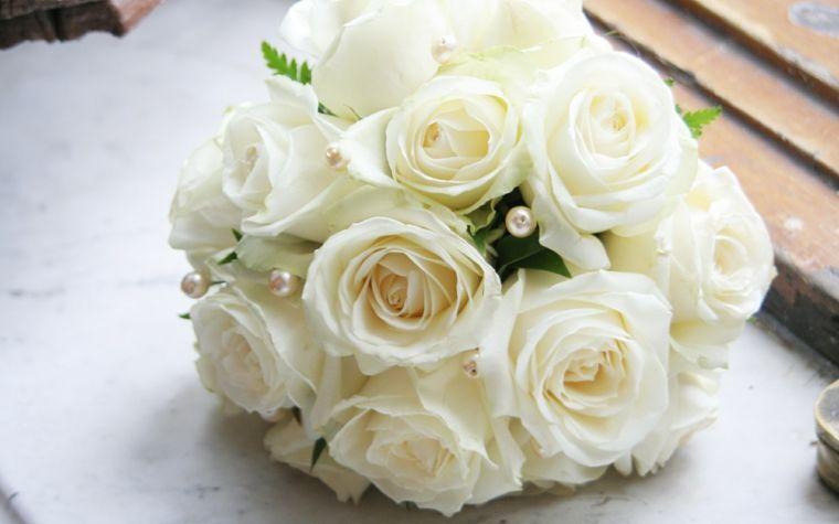 Bouquet Sposa Rotondo.Bouquet Da Sposa Piccolo Rotondo Rose Bianche Perle