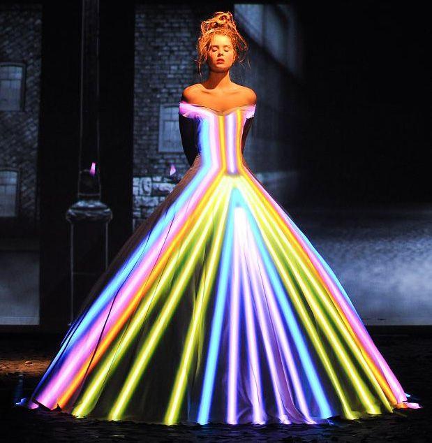 franck-sorbier-haute-couture-autumn-2012 (light projection)