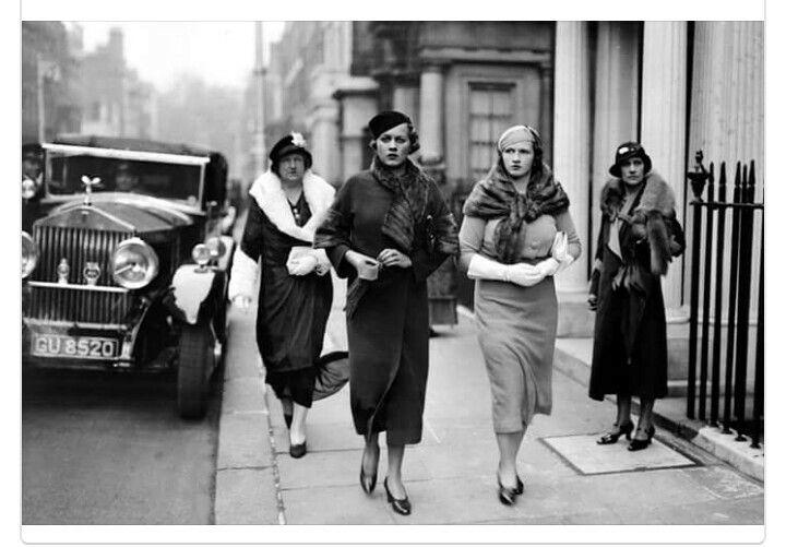 Upper class women in 1930s London Dieselpunk, 1930s Fashion, Vintage  Fashion, Vintage Ladies