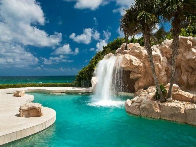 piscine de luxe avec cascade
