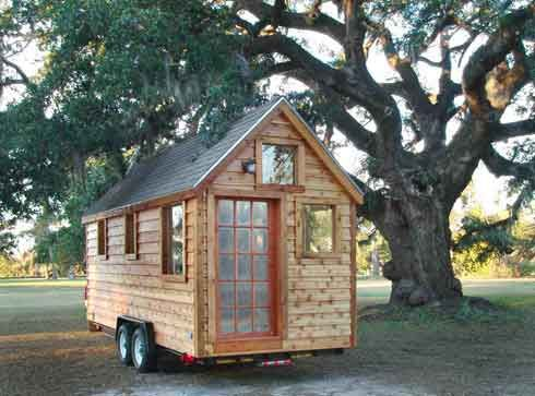 Mini Houses On Wheels to help homeless & low income single moms build tiny house on