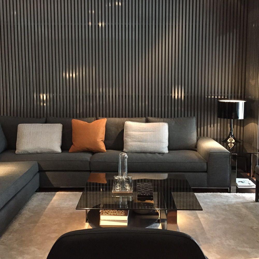 Wohnzimmer Ideen Von Minotti: Graues Sofa Und Gemütliche Kissen | Creme  Berlin