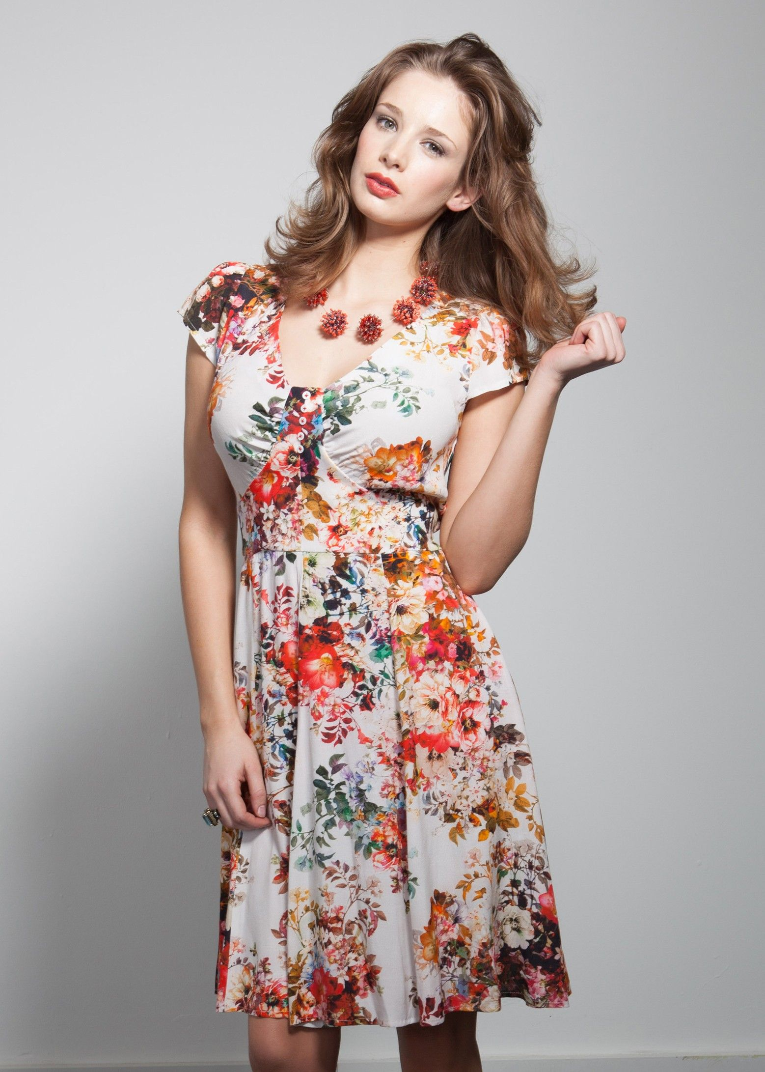 Tea Dress With Bust Ruching New In At Saint Bustier For Women With D To H Cups Tea Dress Dresses New Dress [ 2182 x 1558 Pixel ]