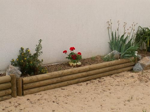 Bordure simple retenir les petits bois en vertical pour maintenir les grands projets - Rondin de bois pour jardin ...